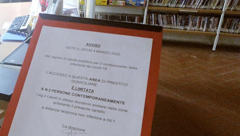 A warning sign written in Italian