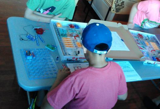 Tween making a snap circuit
